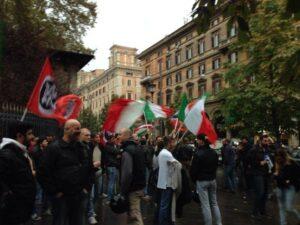 Casapound manifesta per il degrado all'Esquilino, chiedendo la separazione della zona fra italiani e stranieri