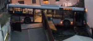 autobus_cortile